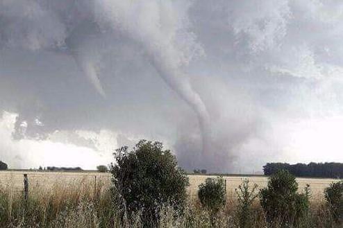 Espectaculares fotos de un tornado que pasó por La Dulce