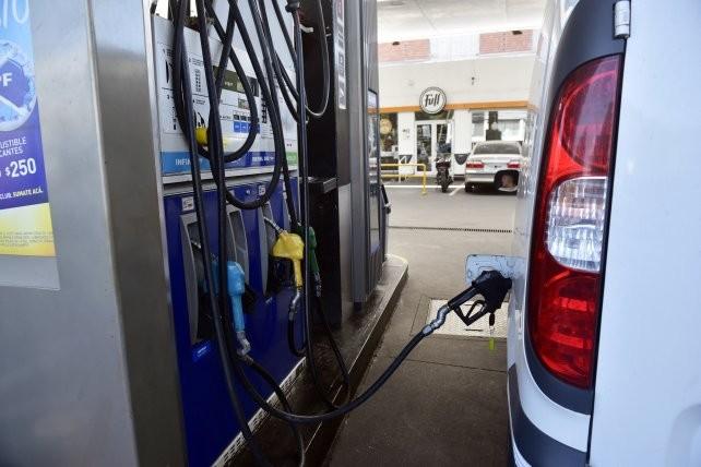 Otro golpe al bolsillo: en abril aumentan las naftas y el gas